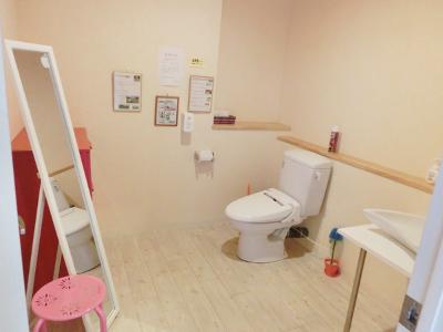 更衣室完備!広々清潔感のあるトイレ
